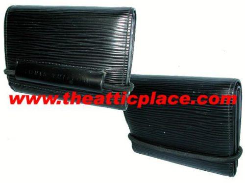 Louis Vuitton M63662 Epi Black Change Purse-0