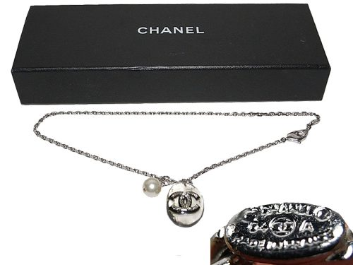 ALMOST NEW ! Chanel 04A Silver Chain with Double C Glasstone Pandent and Pearl-0